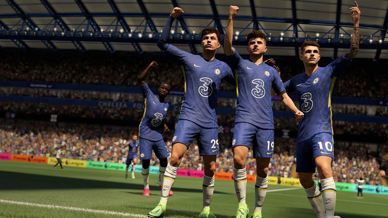 Mavi formalı birkaç CFC futbolcusu yumruklarını havaya kaldırıyor.