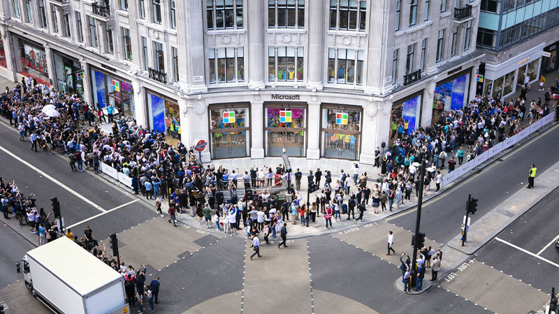 Street view of the New Microsoft Store in Oxford Circus