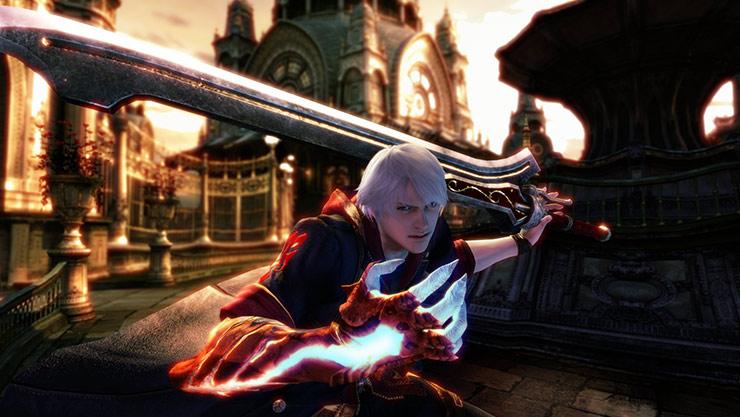 Vooraanzicht van Nero die zijn demonenarm genaamd Devil Bringer uitsteekt