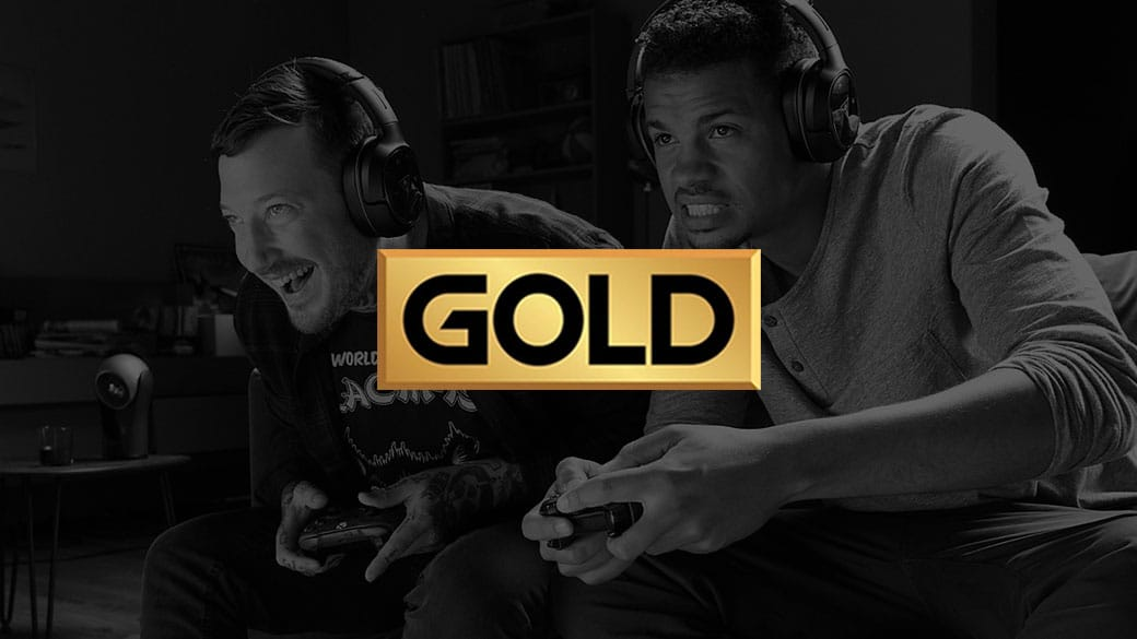 Xbox Live 徽标,背景中有两个人正在玩 Xbox