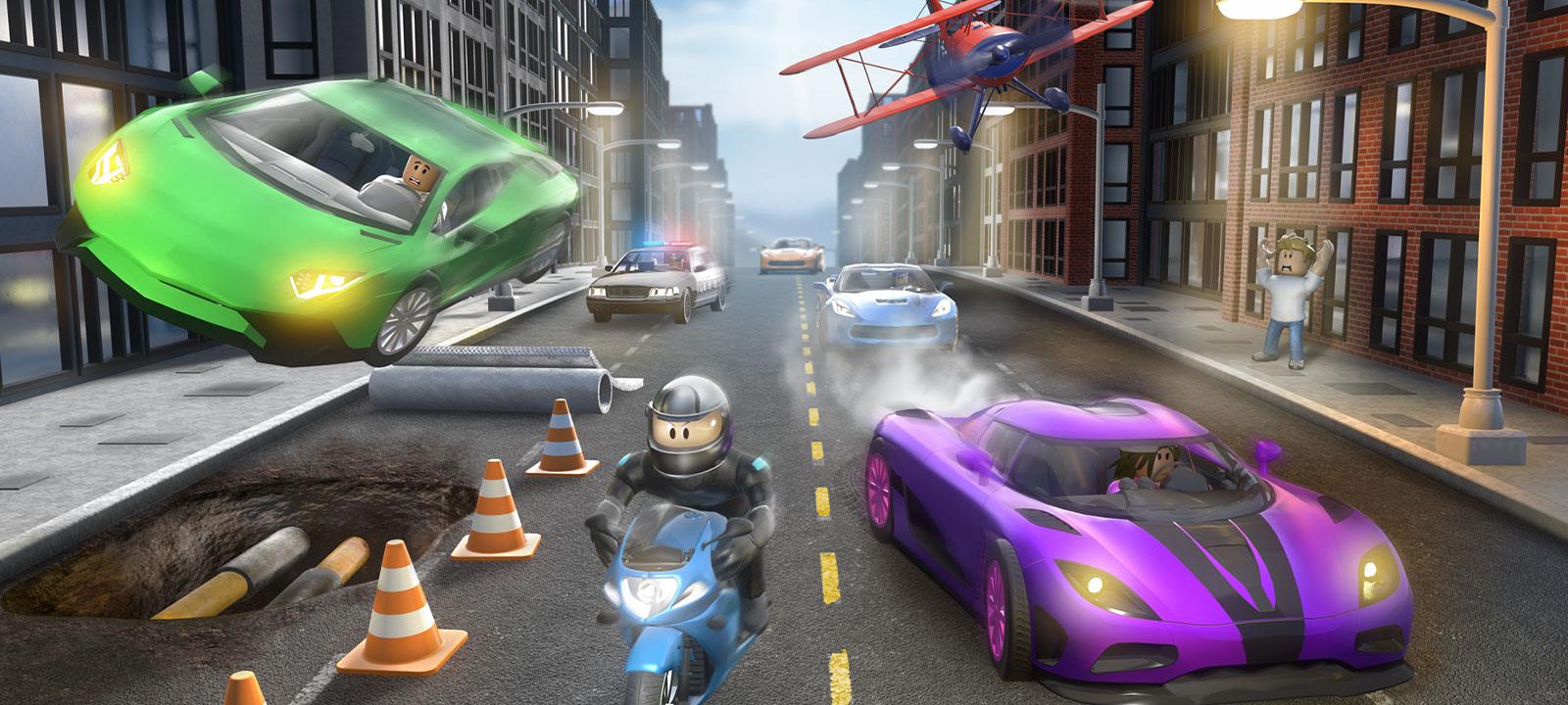 Personaje de Roblox Vehicle Simulator en una motocicleta, perseguido por otros vehículos en una calle de la ciudad