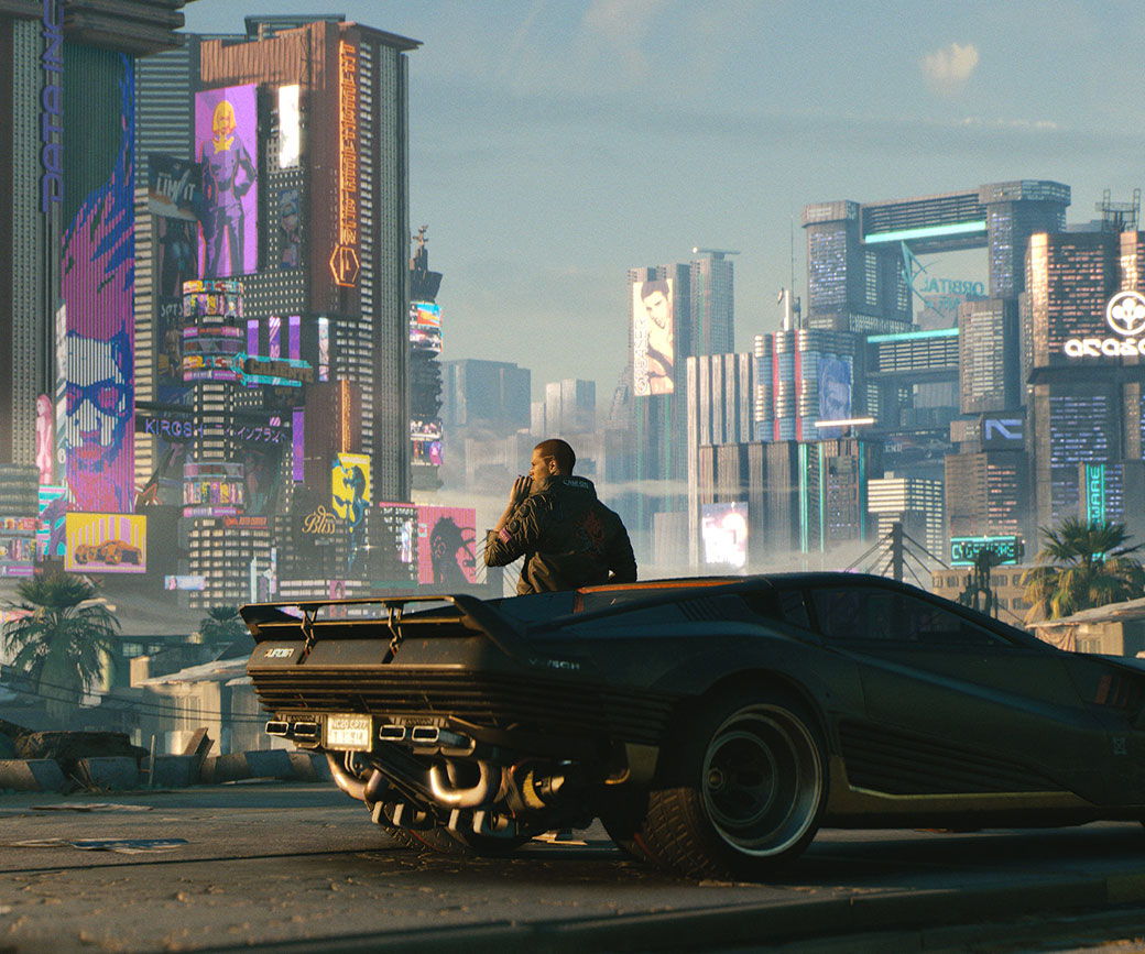 Male V steht vor seinem Auto, raucht eine Zigarette und schaut über Cyberpunk City