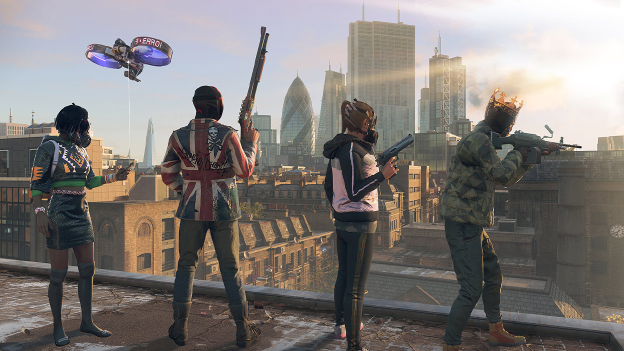 Personages met maskers op en hun wapens in de aanslag kijken uit over een stad in Watch Dogs: Legion