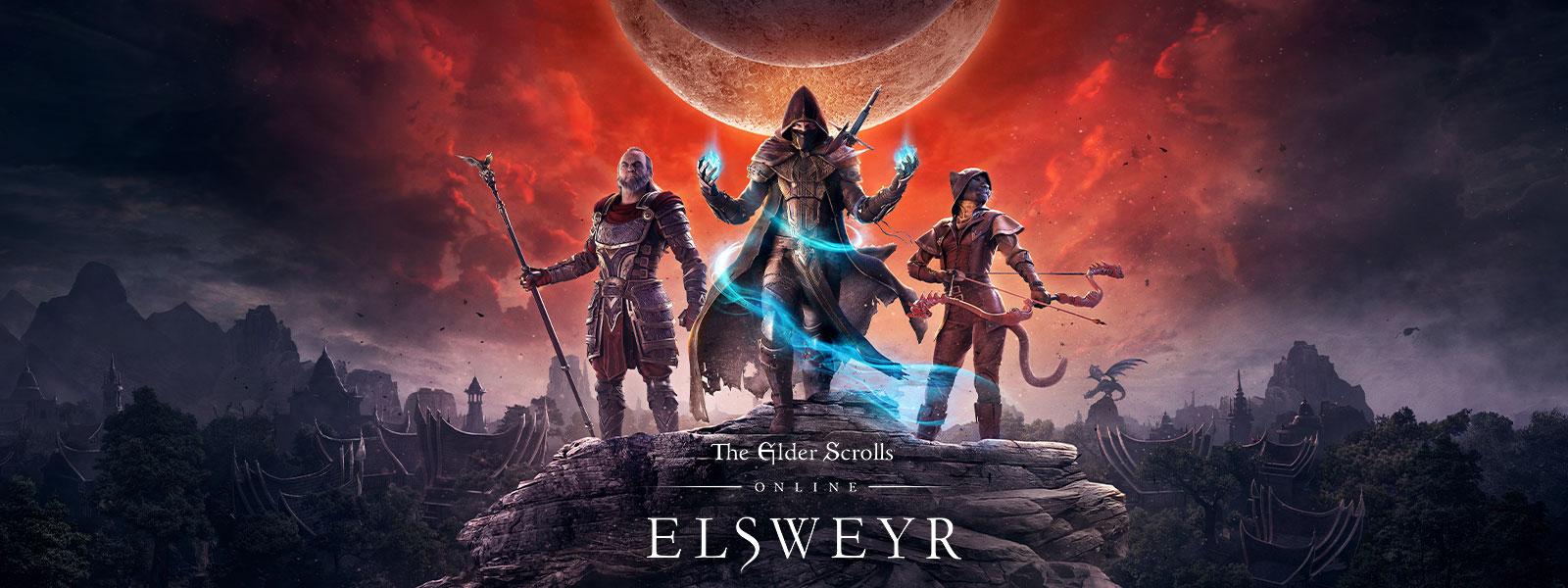 The Elder Scrolls Online: Elsweyr 標誌,在兩個月亮和紅色光線下,三個角色站在岩石頂端擺姿勢