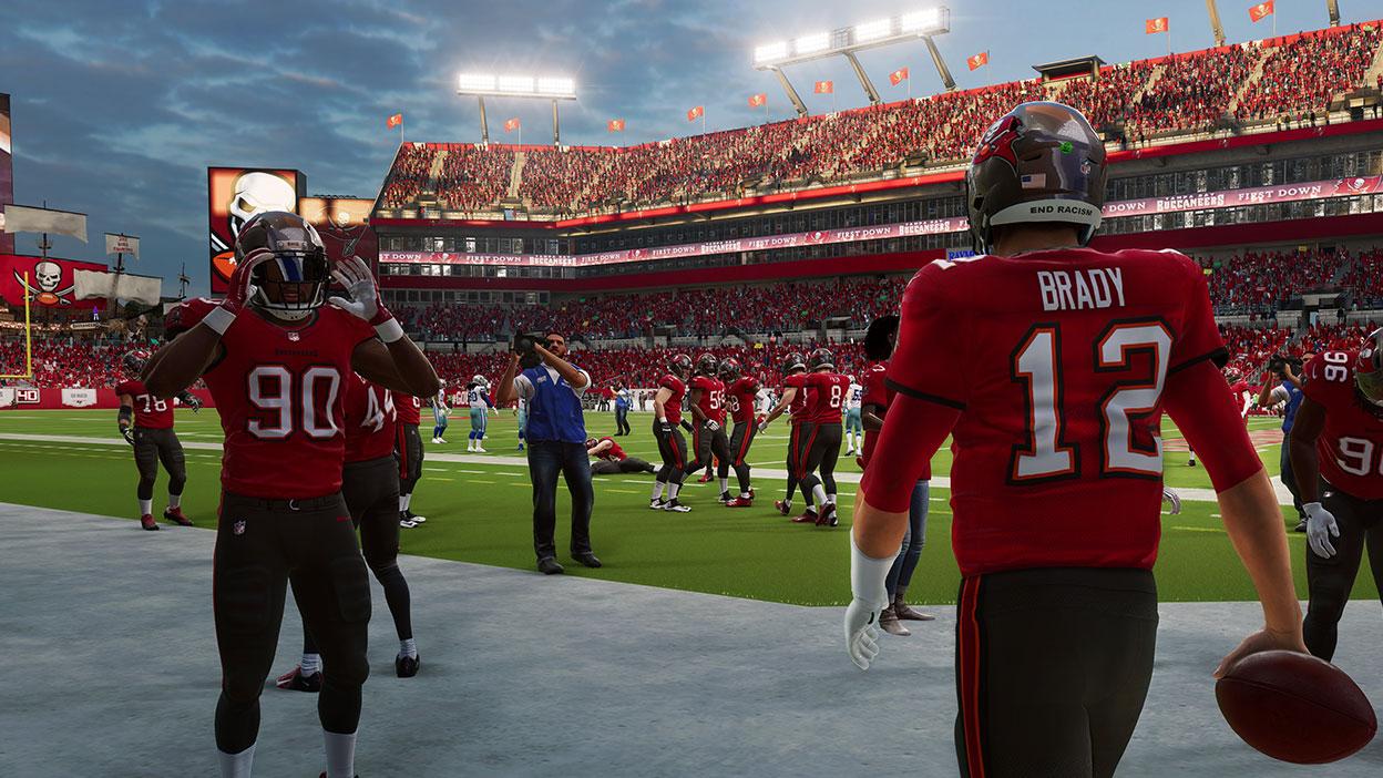 Tom Brady entra al estadio de Tampa Bay.