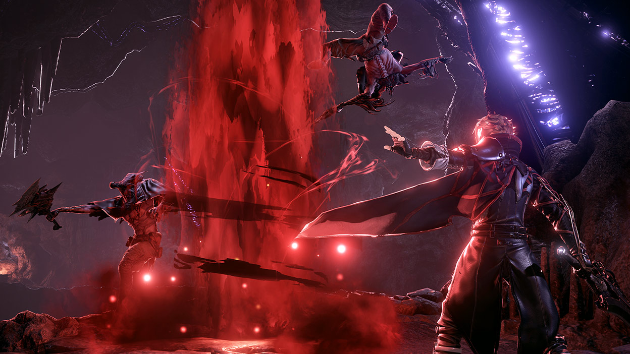 Personnage de Code Vein avec des améliorations de code sanguin et une épée.
