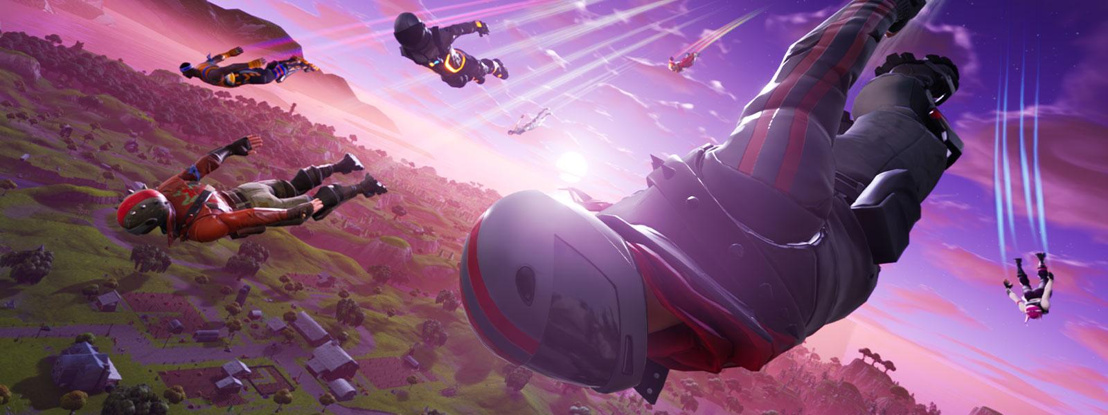 Několik postav letících dolů z oblohy nad městem.