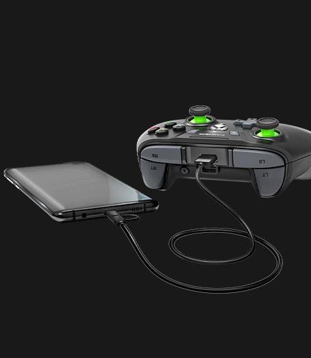 Egy MOGA Bluetooth-kontroller telefonhoz csatlakoztatva
