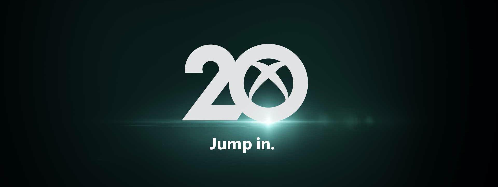 20 sayısında bulunan 0 rakamının içine gömülü Xbox bağlantı logosunun bulunduğu koyu yeşil arka plan. Alt kısımda jump in ifadesinin yer aldığı metin
