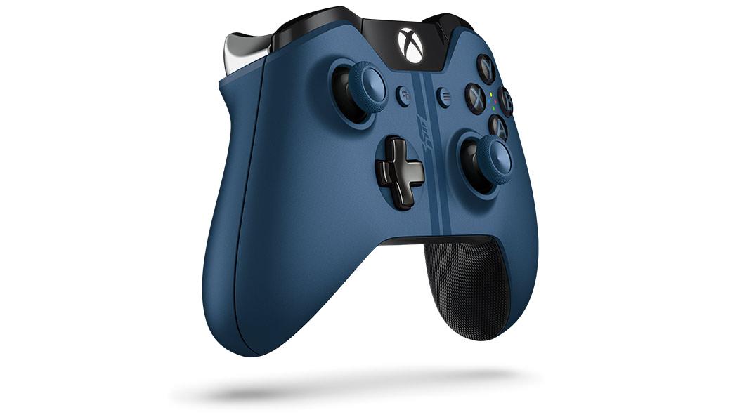 Vue inclinée droite de la manette Xbox One Forza6