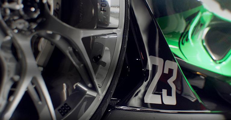 Numret 23 på sidan av en bil.
