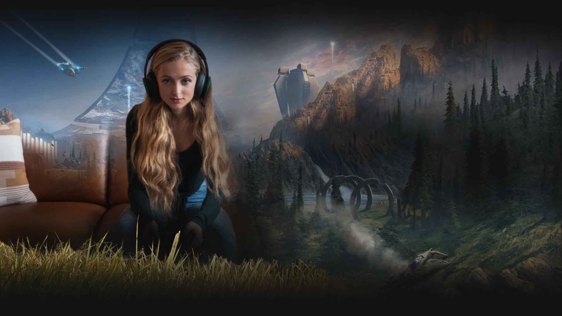 Kendini Halo Infinite dünyasına kaptırmış bir kadın Xbox Kablosuz Mikrofonlu Kulaklık takarak bir kanepede oturuyor.