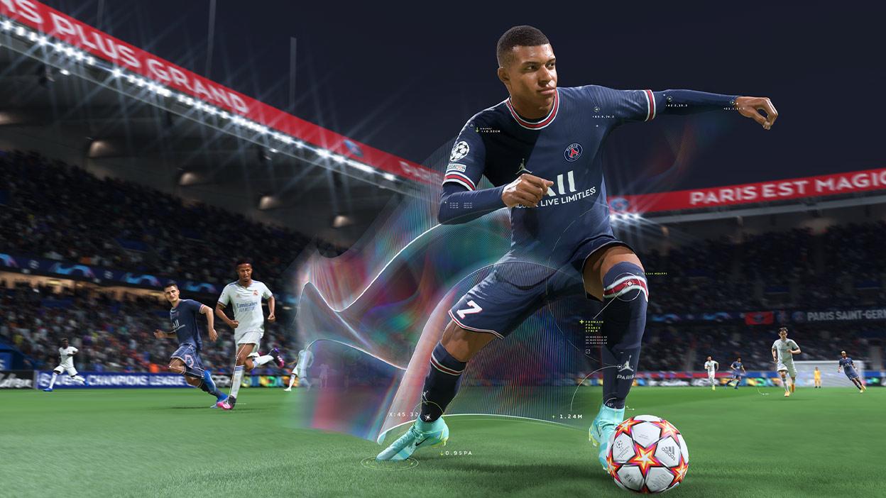 Kylian Mbappé, topu öyle hızlı sürüyor ki sahada net görülemiyor.
