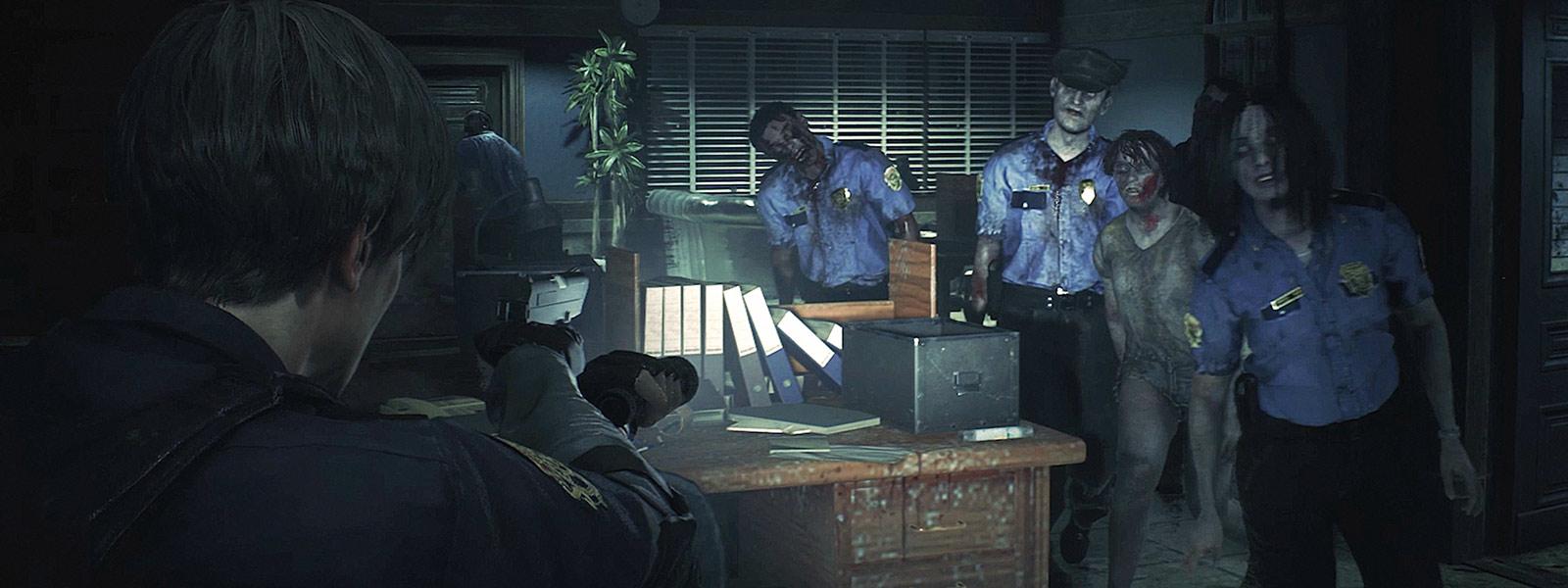 Skupina zombií ide smerom k Leonovi Kennedyovi na policajnej stanici