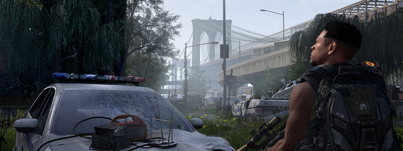 A Division agent holds a sniper rifle near the Brooklyn Bridge