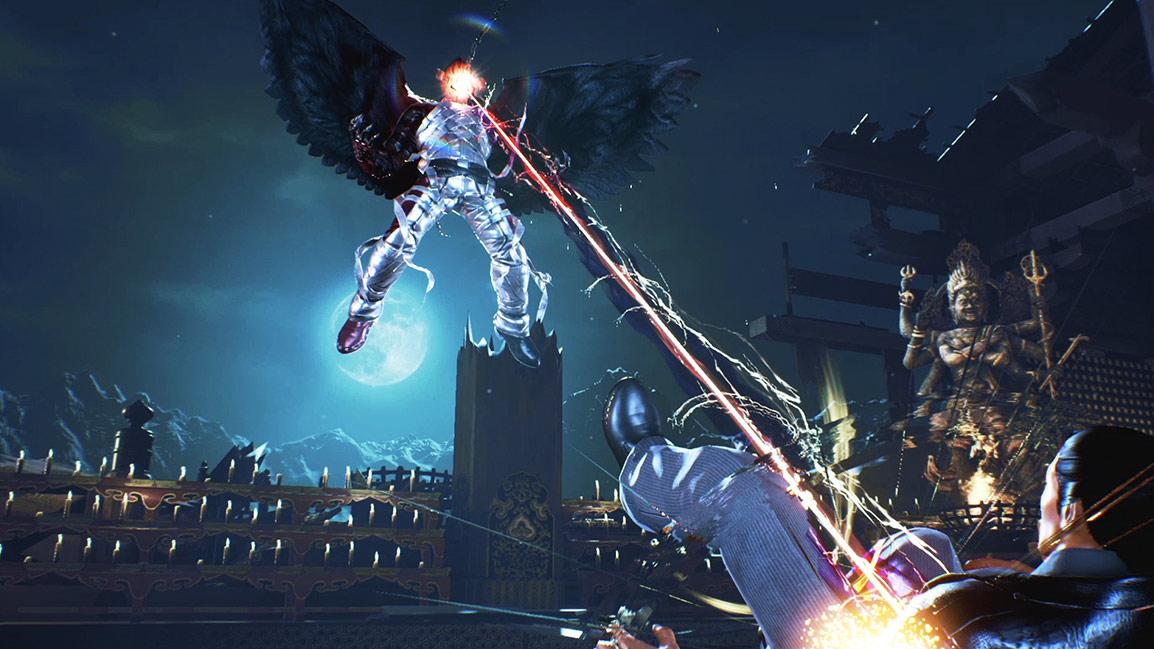 Devil Jin, em voo, dispara um raio laser a partir dos olhos contra Kazuya