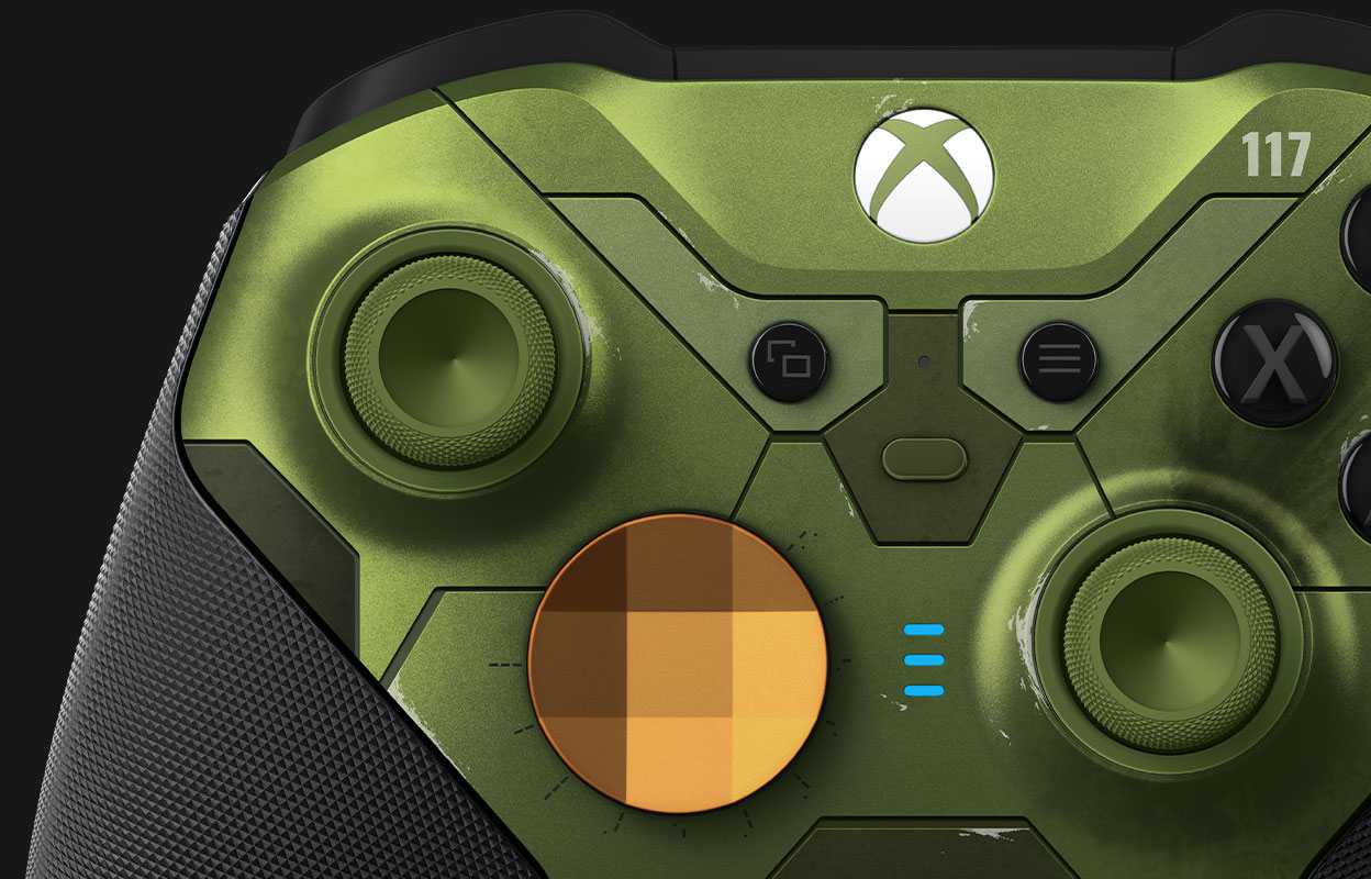 Left thumbstick and gold D-pad of the Elite series 2 Halo Infinite controller