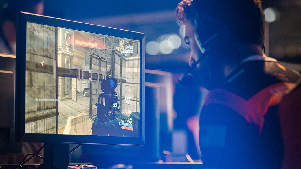 Esports player playing Halo