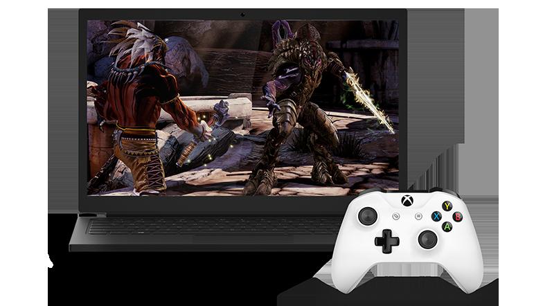 Bærbar datamaskin viser et videospill ved siden av en hvit trådløs Xbox-kontroller