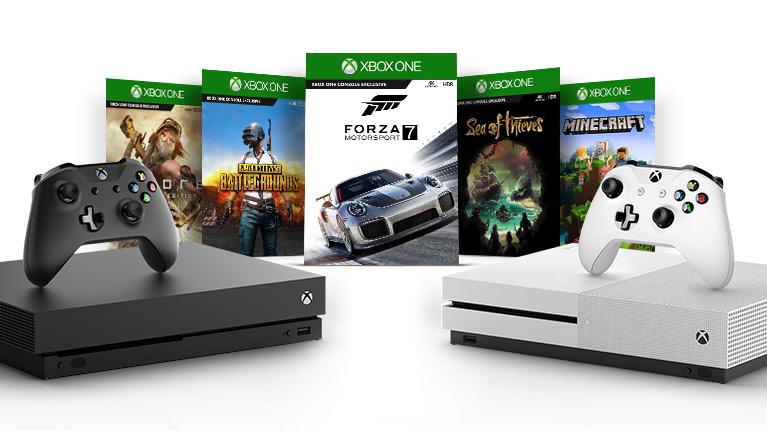 게임 박스들을 배경으로 한 블랙 및 화이트 Xbox 콘솔