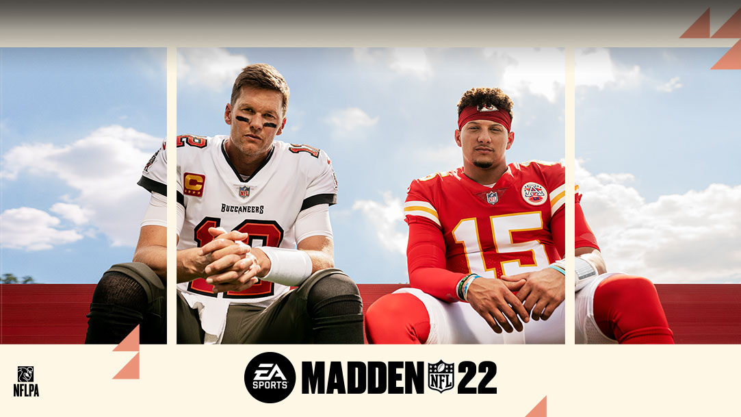Tom Brady y Patrick Mahomes sentados uno al lado del otro en un banco