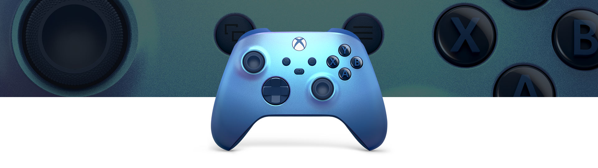Bezdrátový ovladač pro Xbox Aqua Shift zobrazený v popředí s detailem ovladače na pozadí