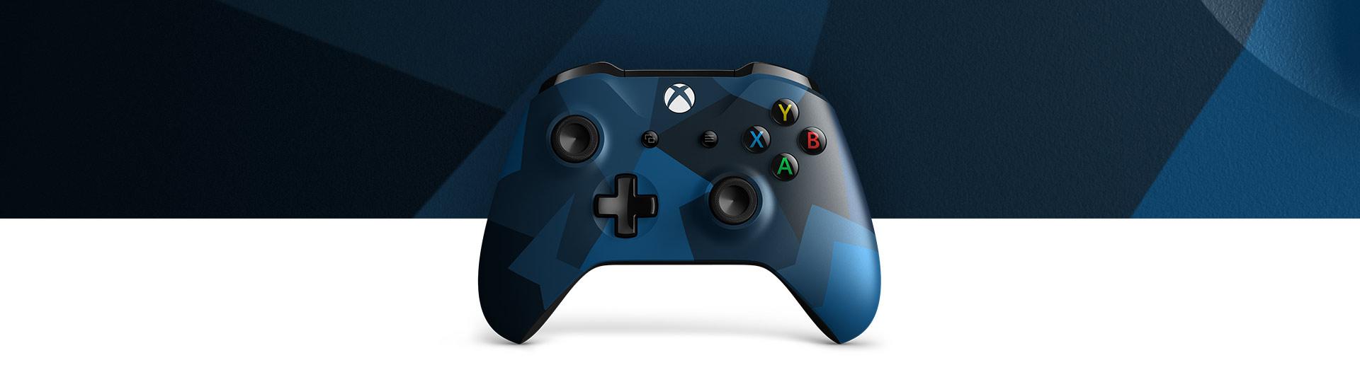 Vue avant de la manette sans fil Xbox – Midnight Forces II Édition spéciale avec un gros plan de la surface texturée de la manette midnight forces