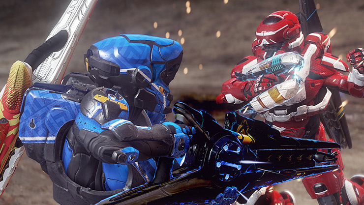 A red and blue Halo Spartan fighting at close range