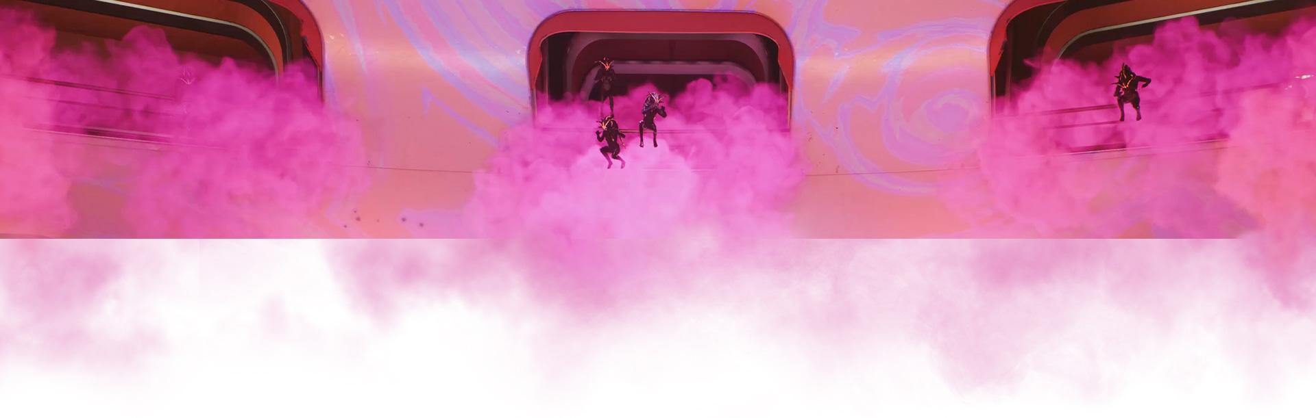Eine Crew springt aus einem Schiff, das von rosa Rauch umgeben ist.