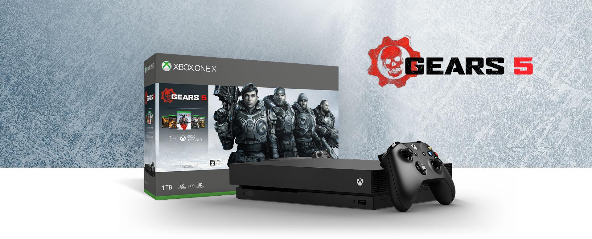 Gears 5 のアートが描かれているハードウェア バンドル ボックスの前にある Xbox One X 本体