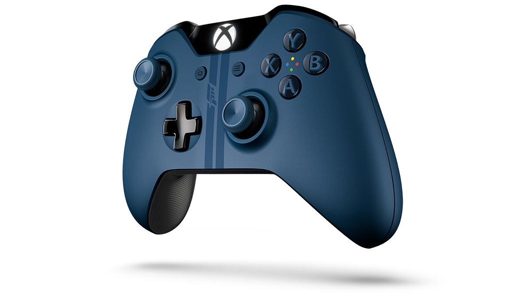Vue inclinée gauche de la manette Xbox One Forza6