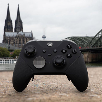 Xbox Elite Controller 2 with Koelnmesse exhibit center in background