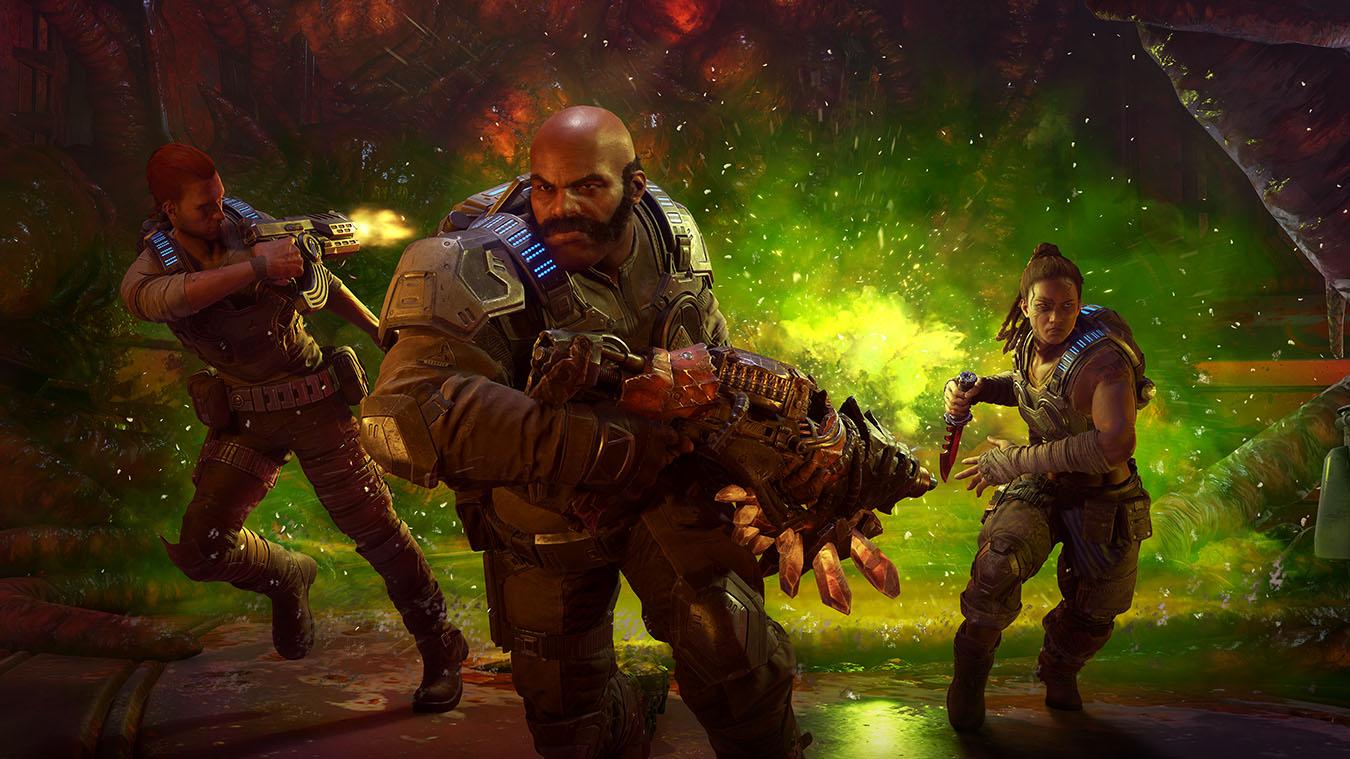 3 karakterer med våben løber væk fra en grøn eksplosion i en kube