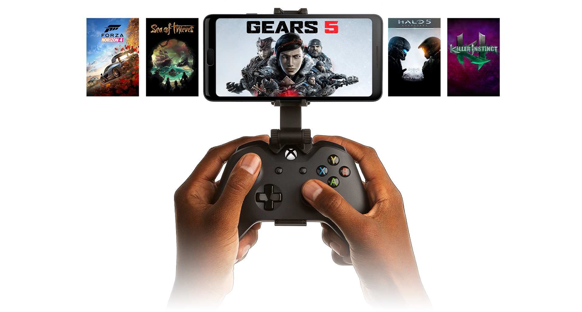 Ruce držící ovladač připnutý k telefonu se zobrazenou hrou Gears 5, další hry jsou zobrazené na pozadí