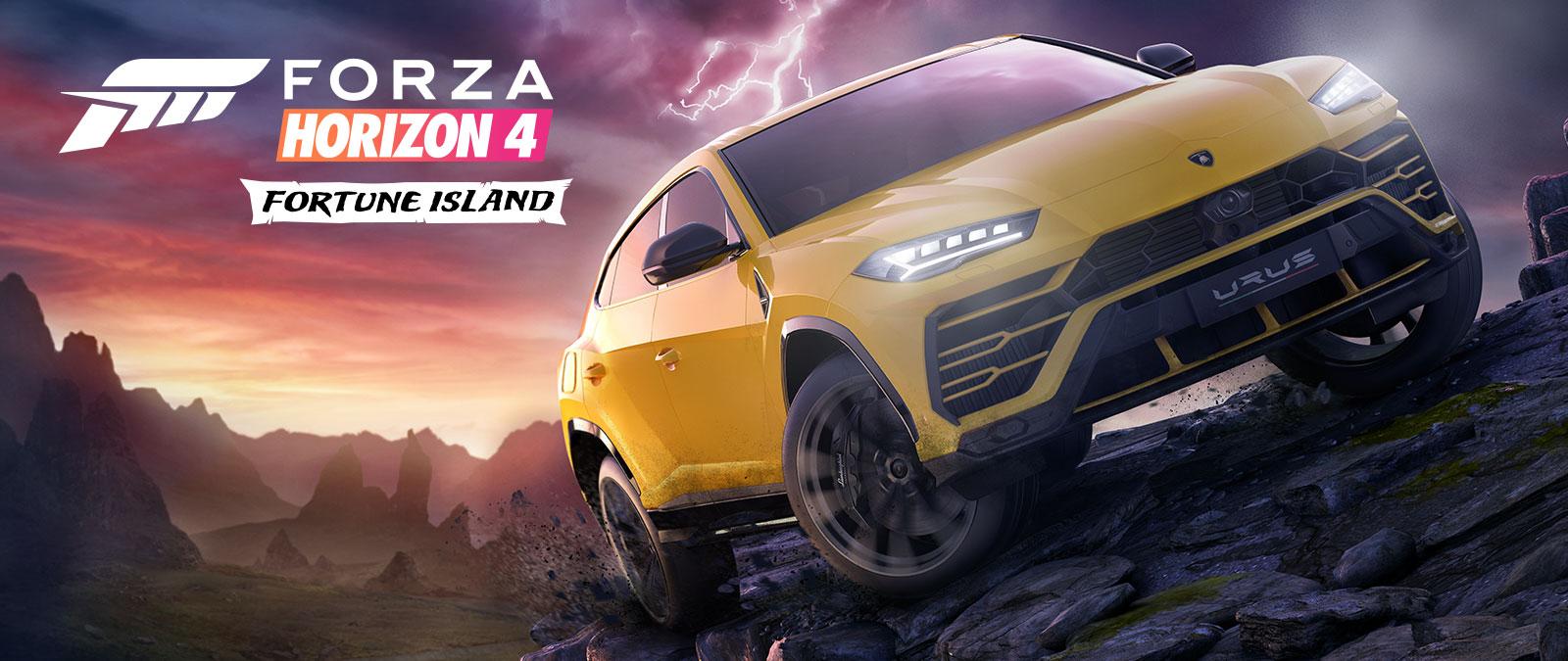 Forza Horizon 4 Fortune Island, un Lamborghini Urus amarillo circula por un terreno complicado con un relámpago de fondo