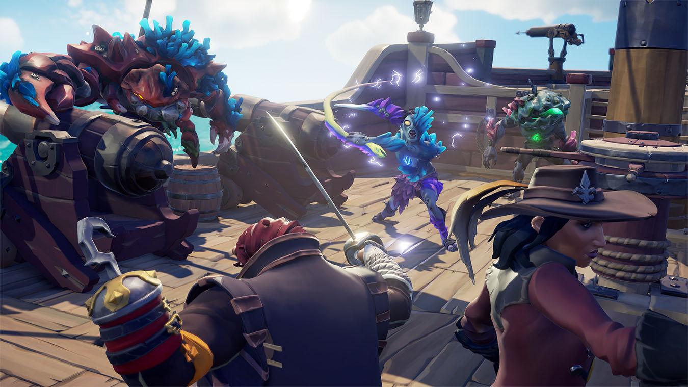 Dwie postacie i trzy potwory w gotowości do walki na statku