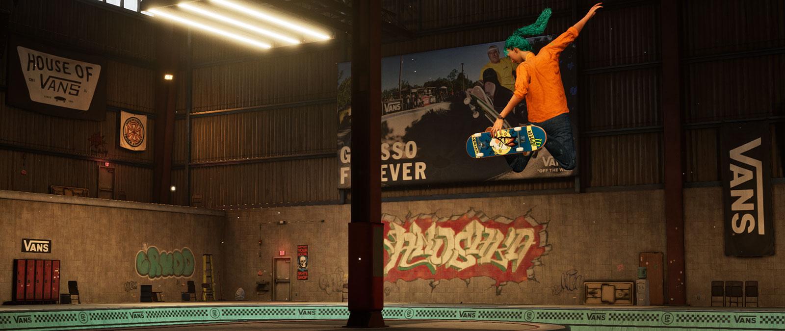 Lizzie Armanto hace un truco de skate en el aire sobre un bowl.