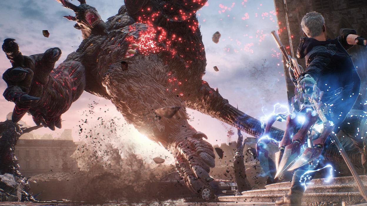 Nero ataca a un jefe de gran tamaño con un brazo eléctrico