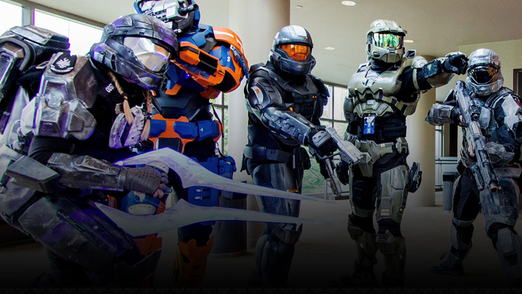 People dressed as Halo spartans